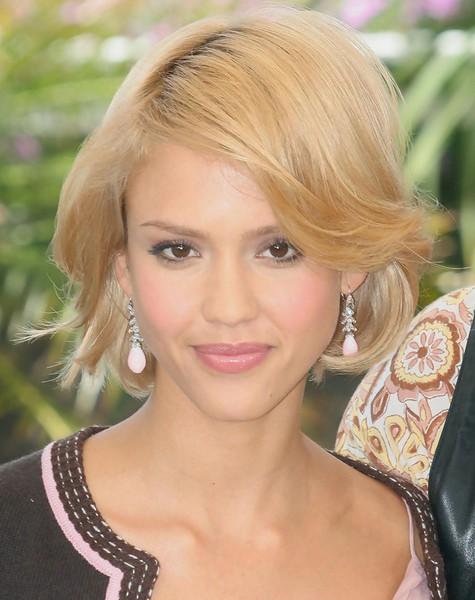 Jessica Alba Wavy Short Hair