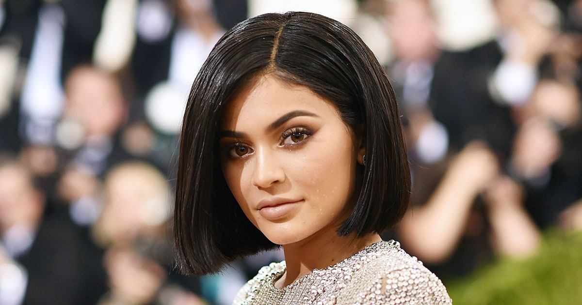 Kylie Jenner - Side Part Blunt Cut Short Bob